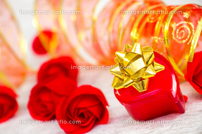 Surprise ring box and red roses on Valentine's Dayの販売画像