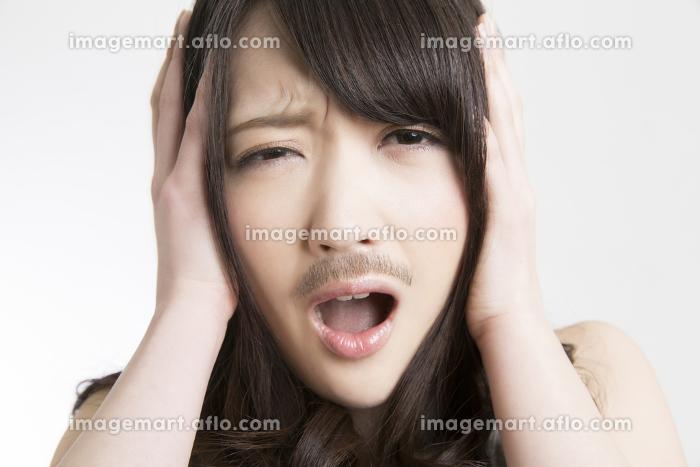髭の女性の販売画像