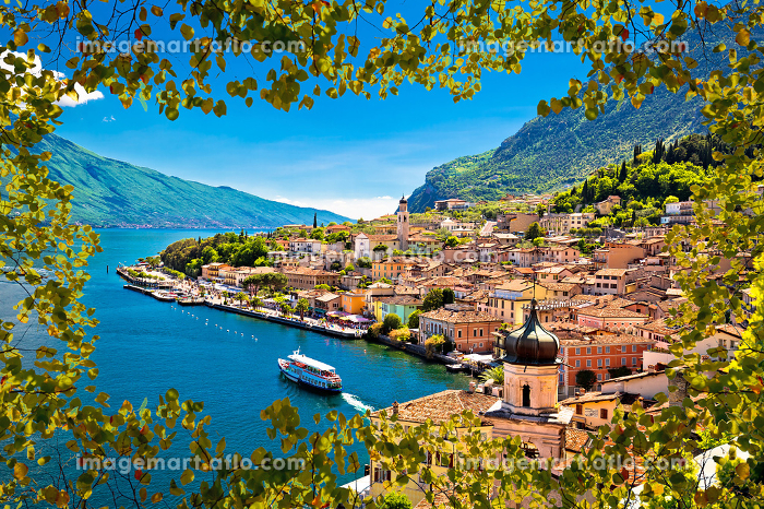 Limone sul Garda waterfront view through green leaves frameの販売画像