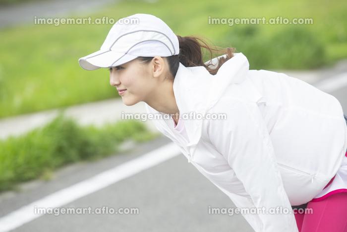 ストレッチする日本人女性の販売画像