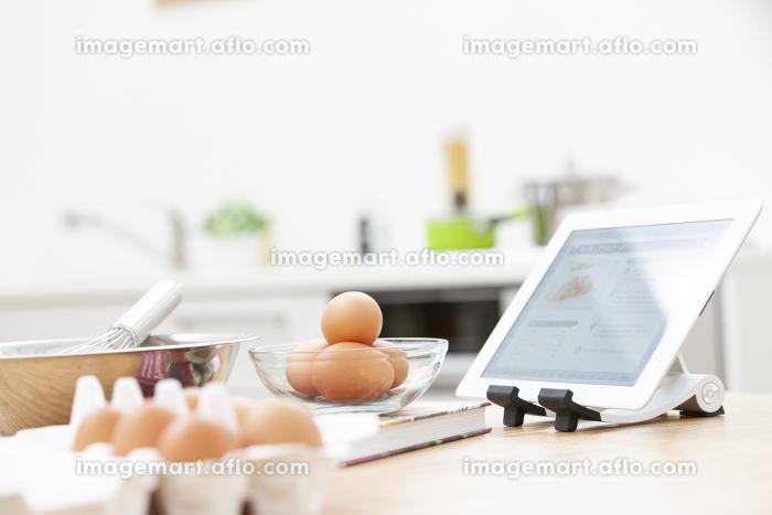 料理中のテーブルの販売画像