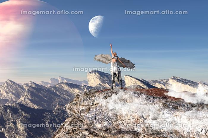 空に惑星が映る広い荒野で一体の羽の生えたケンタウロスが天高く手をあげている