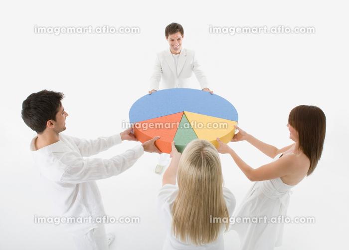 People fighting over pie chartの販売画像