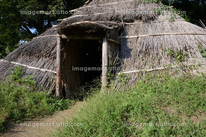 復元された古代住居 群馬県前橋市大室公園の販売画像