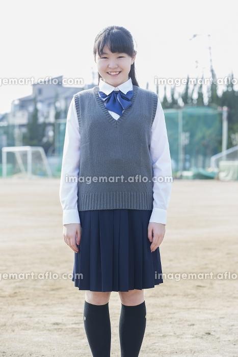 佇む女子学生の販売画像