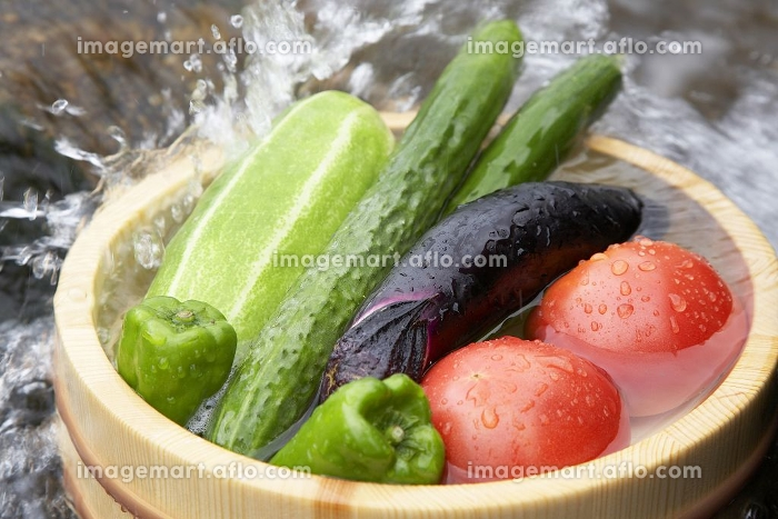 野菜を洗うの販売画像