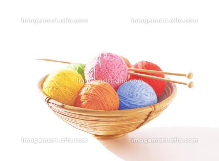 毛糸玉と編み棒の販売画像