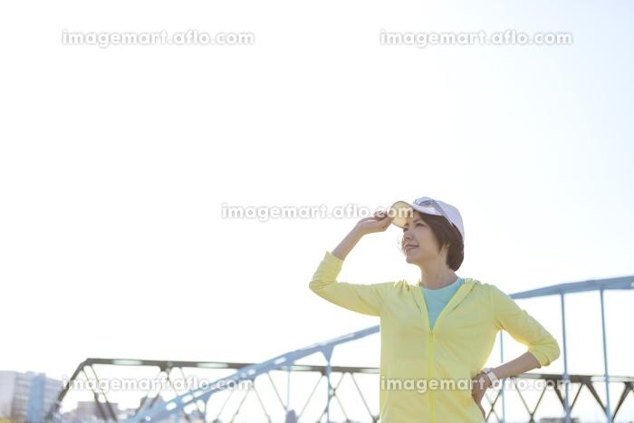 ジョギングする女性の販売画像