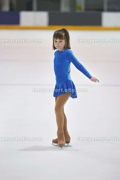 フィギュアスケートをする女の子の販売画像