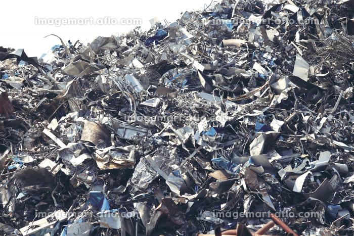 積み上げられた金属類の産業廃棄物の販売画像
