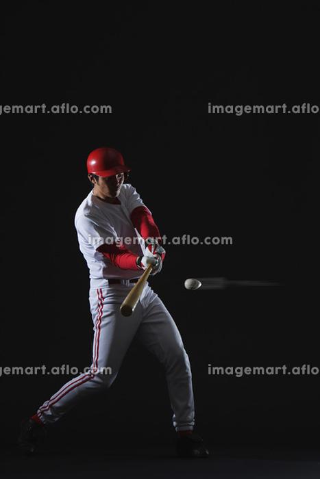 野球ボールをバットで打つ瞬間の販売画像