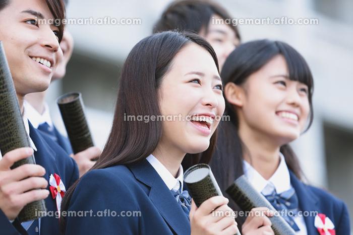 卒業式での高校生イメージの販売画像