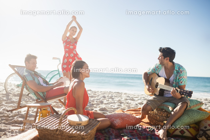 Friends playing the guitar and dancingの販売画像