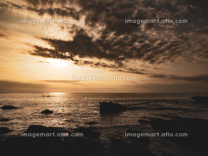 三浦半島 荒井浜の秋の夕景 10月の販売画像