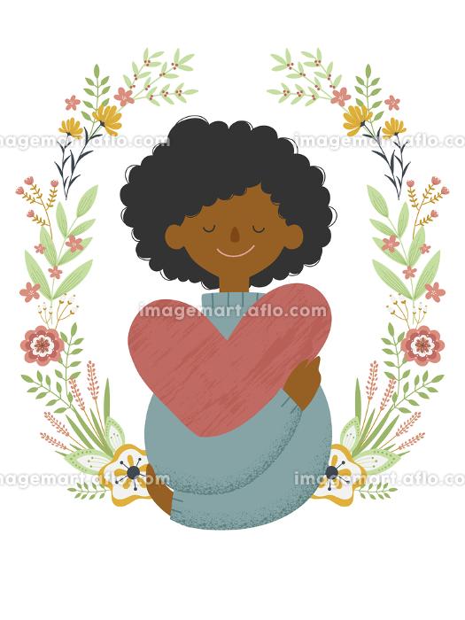 花のフレームをバックに大きなハートを抱いた若い黒人女性の販売画像