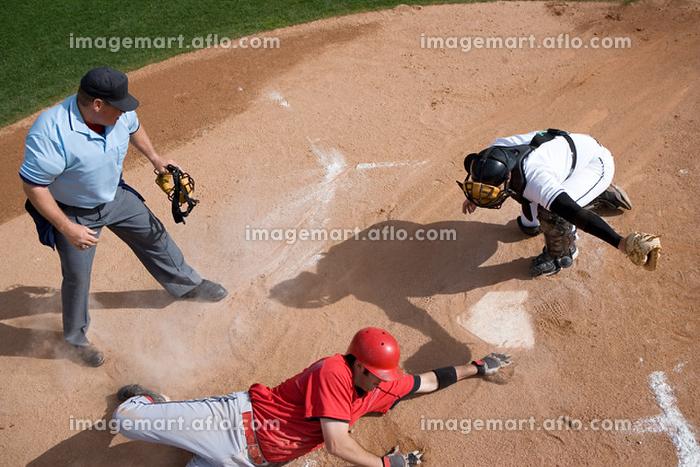 野球のクロスプレーの販売画像