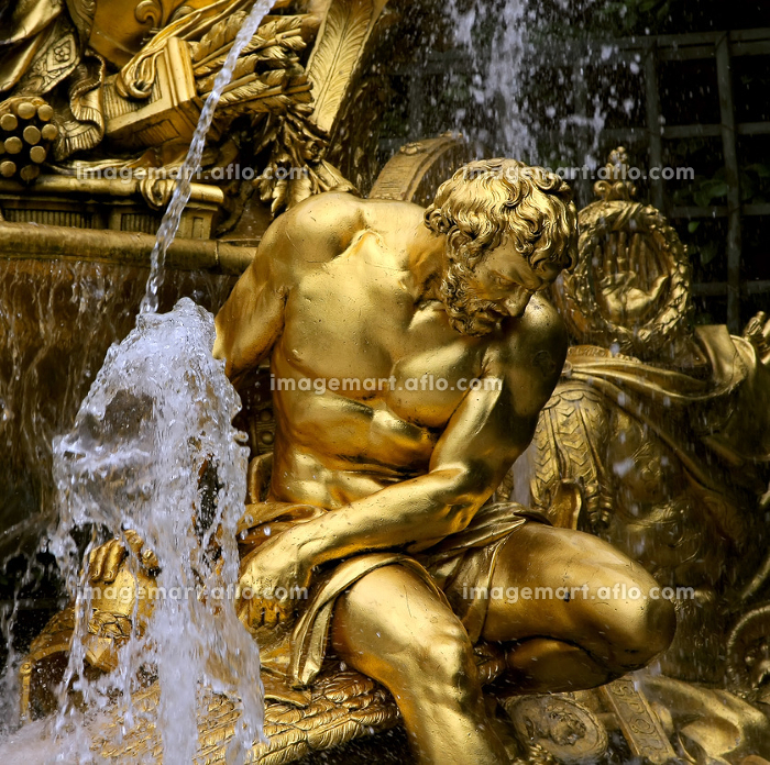 Fragment of fountain in park of Versaillesの販売画像
