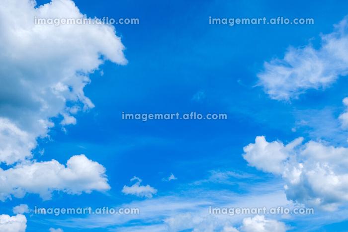 青空 空 雲 初夏の空 背景 背景素材 6月 コピースペースの販売画像