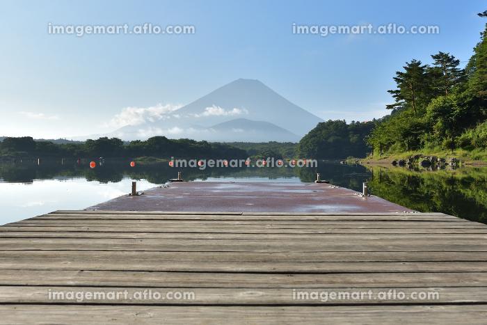 精進湖から見た夏の富士山の販売画像