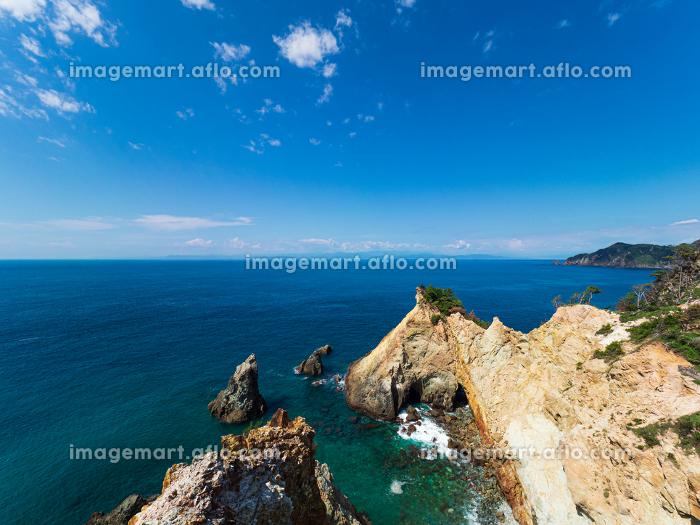 西伊豆 快晴の黄金埼とエメラルドグリーンの海の販売画像