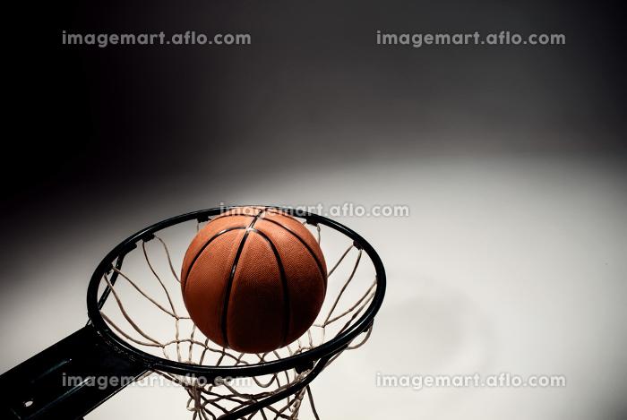 Basketball board and basketball ball on gray backgroundの販売画像