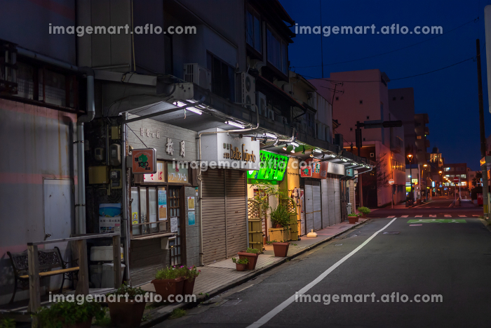 昭和の匂いを残す門司港の繁華街夜景