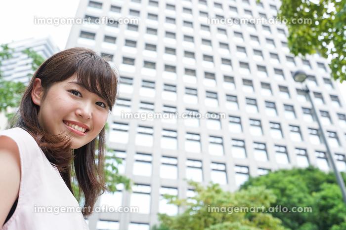 ビジネスカジュアル女性の販売画像