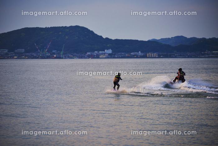水上スキーを楽しむの販売画像