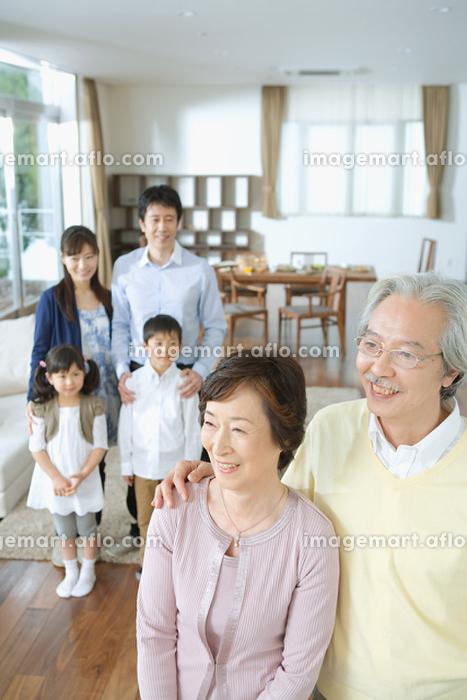 日本人の三世代家族の販売画像