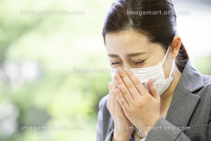 マスクを付けた日本人女性の販売画像