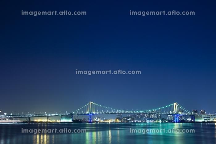 東京都 晴海埠頭から望むレインボーブリッジの夜景の販売画像