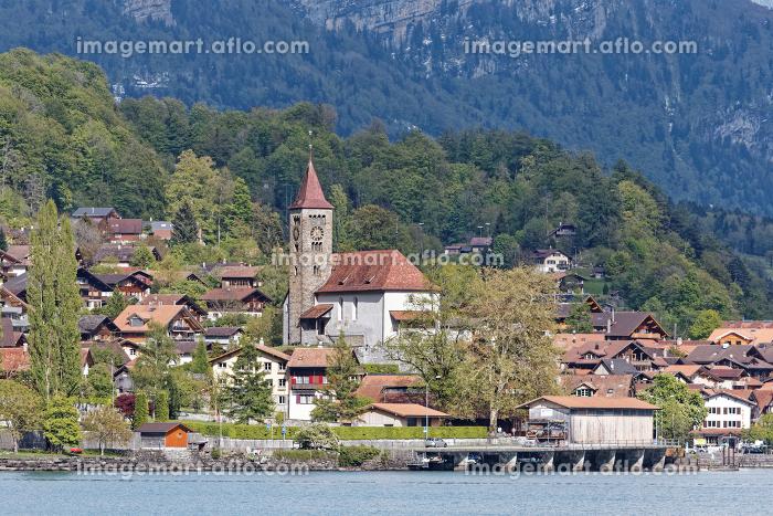 ブリエンツの街と湖 スイス絶景 教会