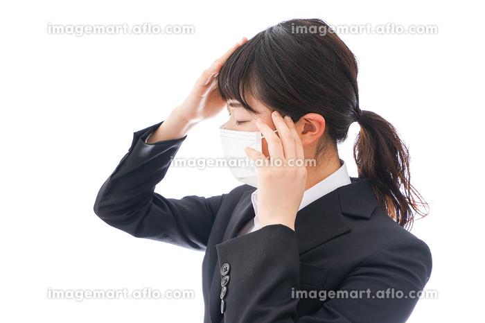 風邪をひいた若い女性の販売画像