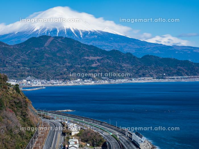 静岡県 冬晴れの青空と富士山が見える薩埵峠の風景 12月の販売画像