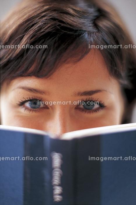 青い目の女性の販売画像