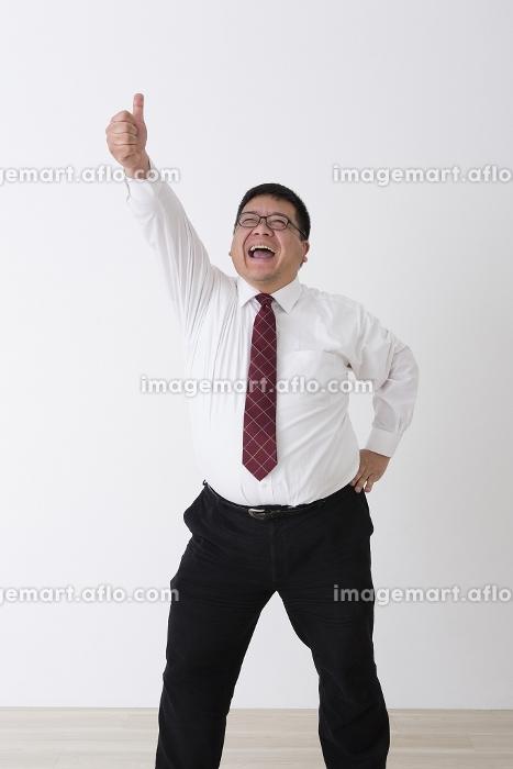 スーツを着た男性の販売画像