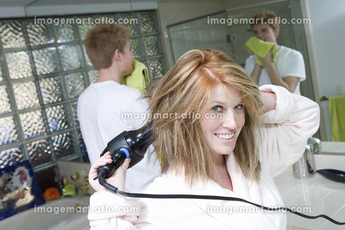 Woman Drying Her Hair In Bathroomの販売画像