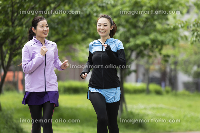 ジョギングする女性2人の販売画像