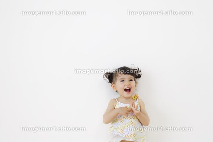 微笑むハーフの女の子