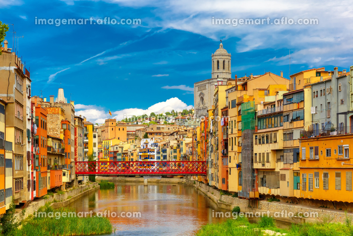 Colorful houses in Girona, Catalonia, Spainの販売画像
