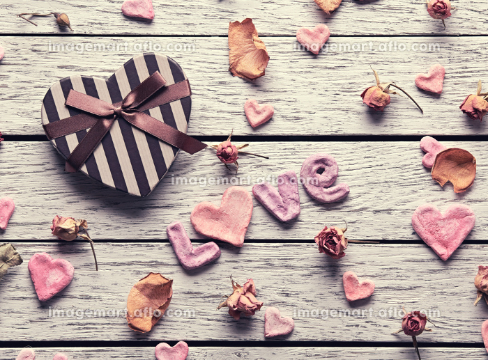 Word Love with heart shaped gift boxの販売画像