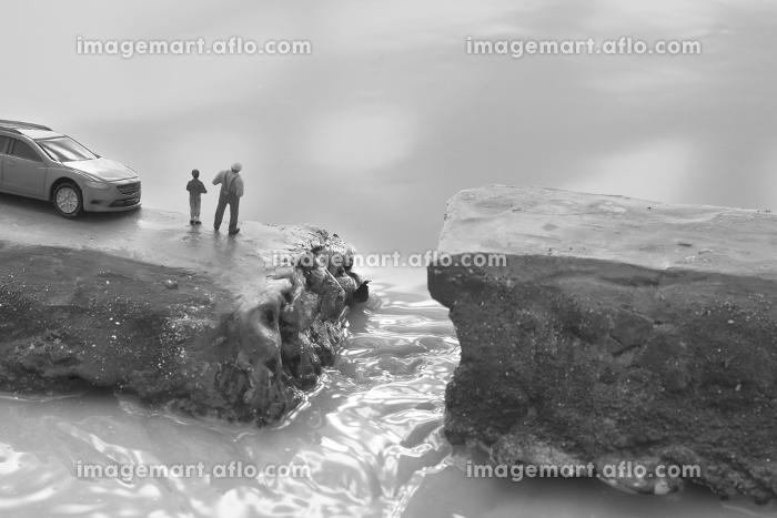 豪雨による堤防の決壊と助けを求める人々のジオラマの販売画像
