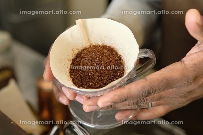 コーヒーの入れ方11:コーヒー豆を表面を平坦にする前の販売画像