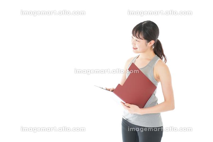 スポーツウェアを着た若い女性の販売画像