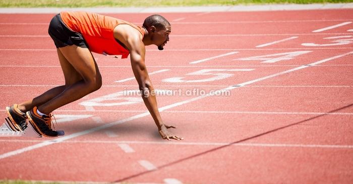 Full length of sport runner at start lineの販売画像