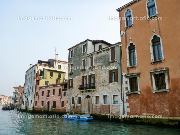 イタリア・ヴェネツィアにて大運河カナルグランデとカラフルな街並みの販売画像
