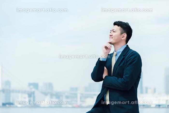 考える男性・ビジネスイメージの販売画像