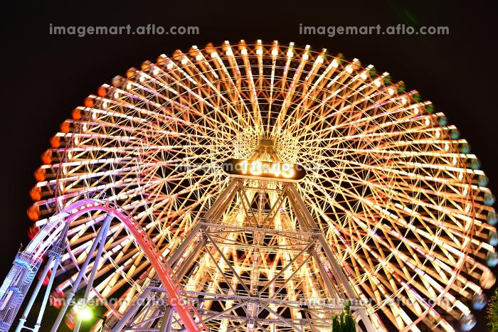 横浜みなとみらいの夜の観覧車の販売画像