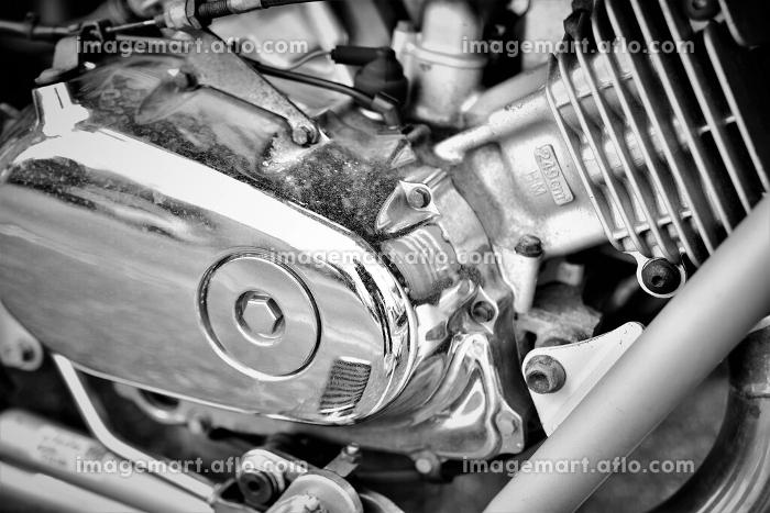 オートバイのエンジン(モノクロ)の販売画像