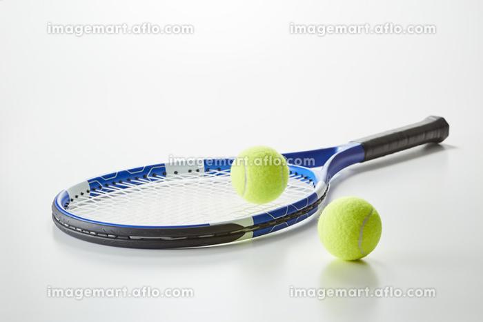 テニスラケットとボールの販売画像